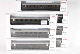 Märklin, sieben SchnellzugwagenMärklin, sieben Schnellzugwagen, 2 x 43202, 2 x 43222, 2 x 43232,