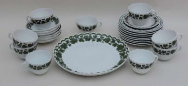 TEILSERVICE, Kgl/Staatl Porzellanmanuf Meissen, 1860-1954, Weinlaub, schwarz-grün, gewellter Rand,