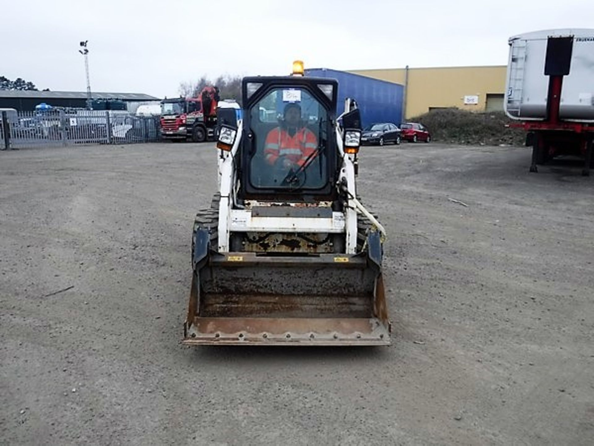 Auktionslos 859 - BOBCAT S160 c/w one bucket 163hrs. S/N A8L470180. *NO KEYS*