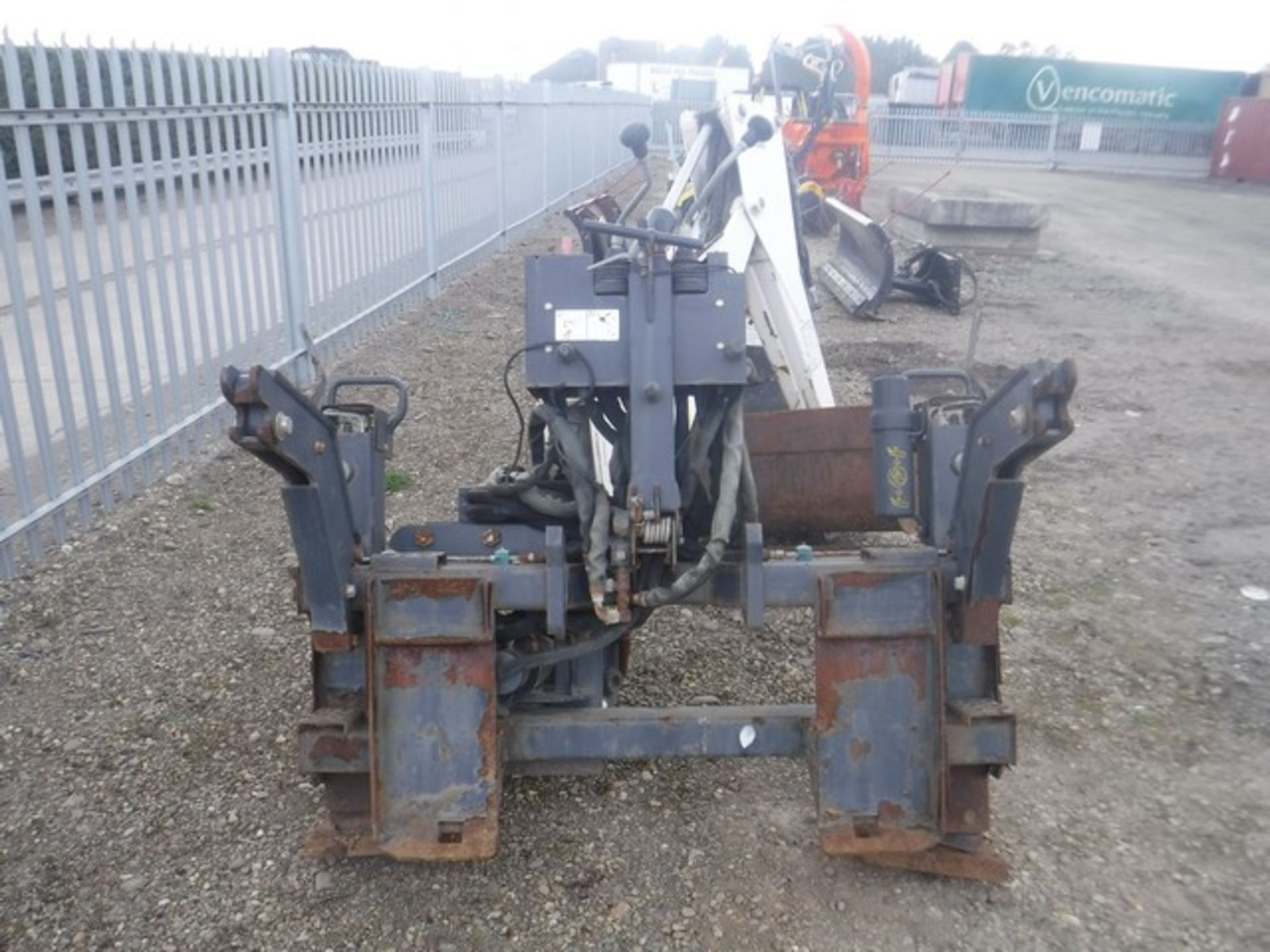 Auktionslos 860 - BOBCAT 84 R305 BACKHOE S/N A2HH02093