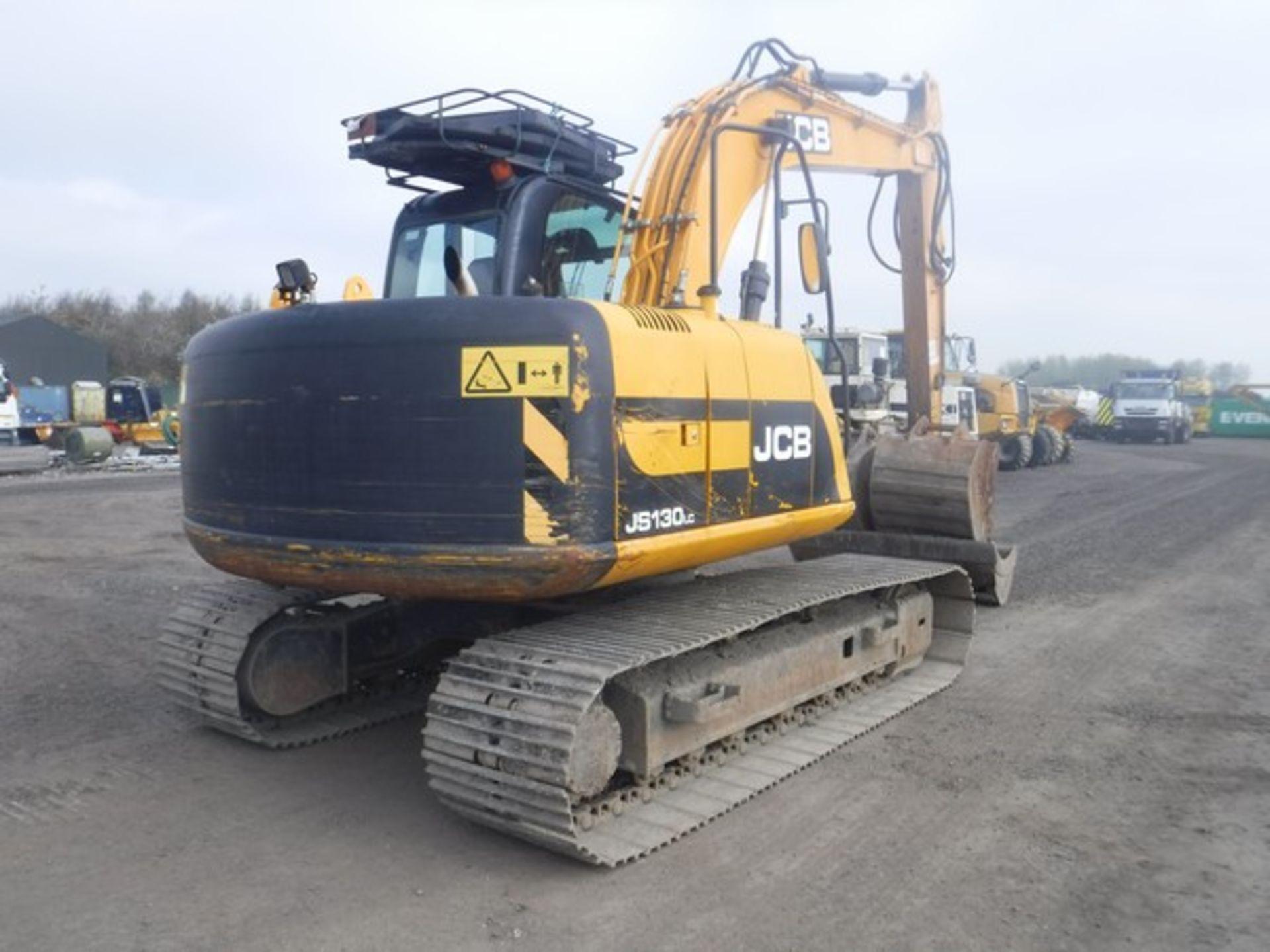 Auktionslos 824 - 2001 JCB JS130 hydraulic excavator 5134hrs (not verified). Lift capacity 13147 kg. Fully