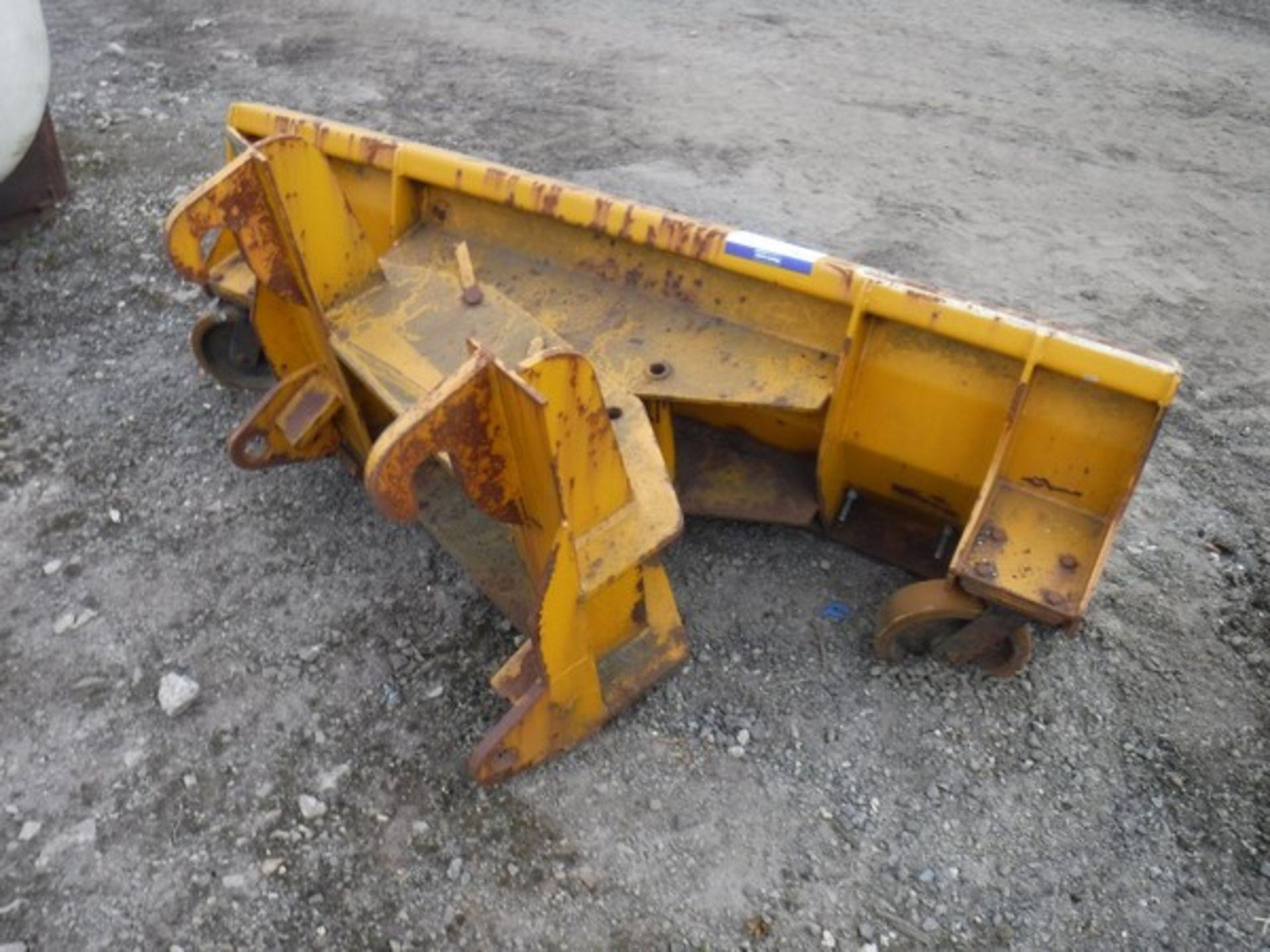 Auktionslos 157 - 2005 AGRIQUIP snow plough for JCB 2CX