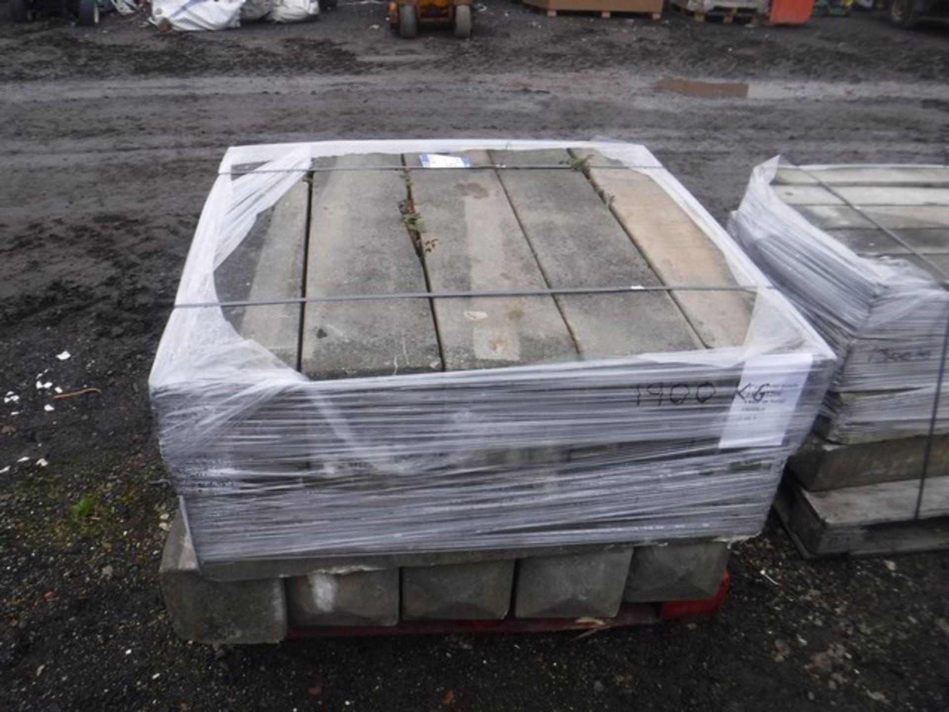 Auktionslos 123 - Concrete posts 230 x 1200. 1900kg (approx 15) 1 pallet