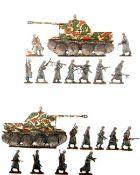 Deutschland um 1940, Waffen-SS im Mantel im Marsch und Kampf, verschiedene Hersteller, sehr gute,