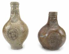 Zwei BartmannskrügeFrechen, um 1600/17. Jh.H. 19/24 cmGrauer Scherben, braun gesprenkelte Glasur,