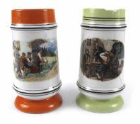 Zwei Bierkrüge mit UmdruckdekorH. 21,5 cmBäuerliche Szenen im Gebirge. 1 besch.Provenienz: Aus einer