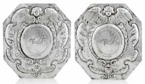 Zwei Schilder der Küfer-ZunftNorddeutsch, datiert 167018 x 16,5 cmSilber, getrieben und graviert.