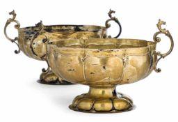 Paar Barock-Schalen18. JahrhundertL. 27 cmSilber, gegossen, getrieben und teilvergoldet.