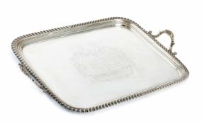 Grosses George IV Tablett mit WappengravurLondon, 182062 x 43 cmRechteckig, godronierter Rand,