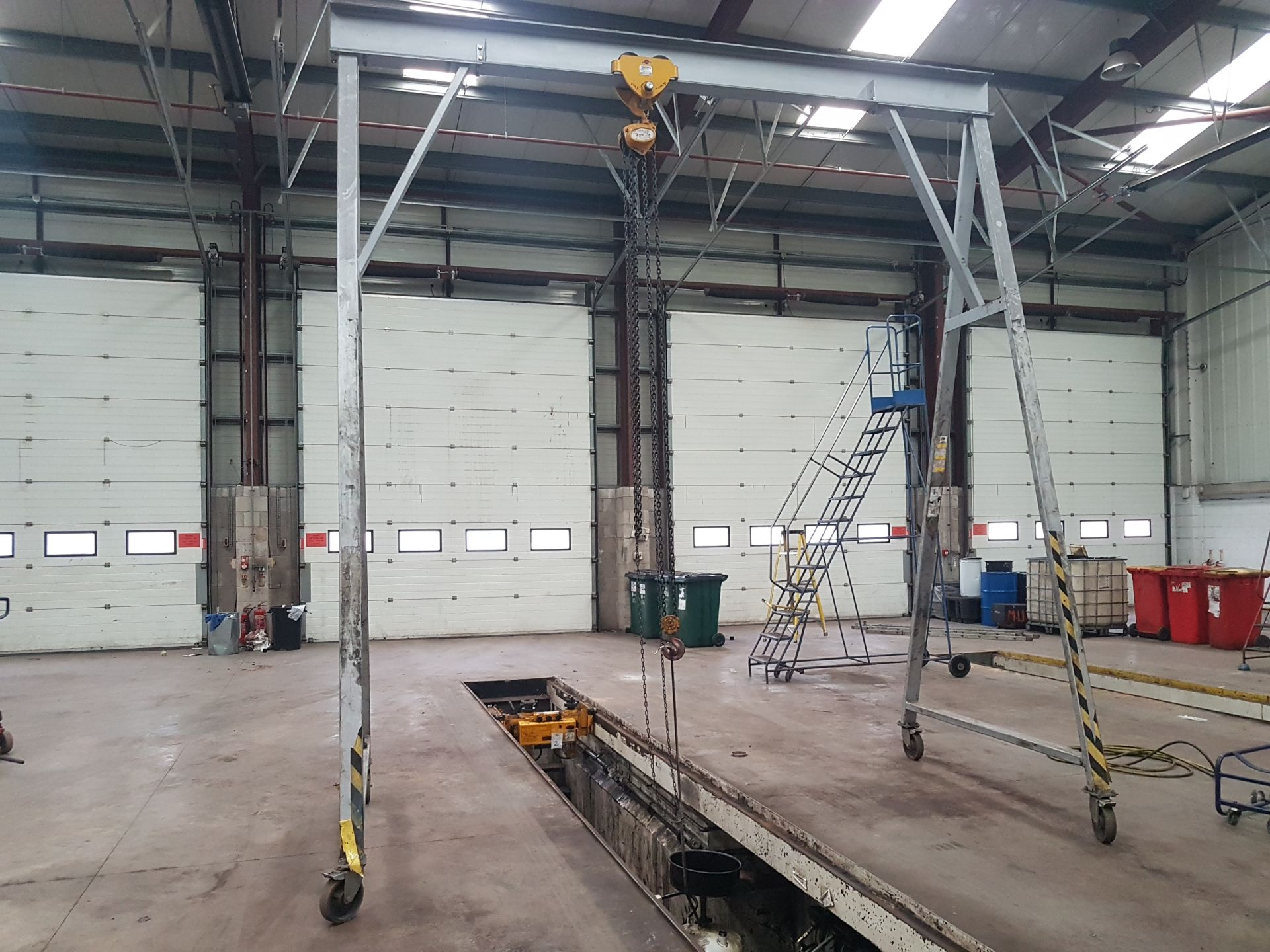Lot 4 - Mobile Gantry with 3 Tonne Manual Hoist (To Suit HGV Work) See Photos - will be disassembled prior t