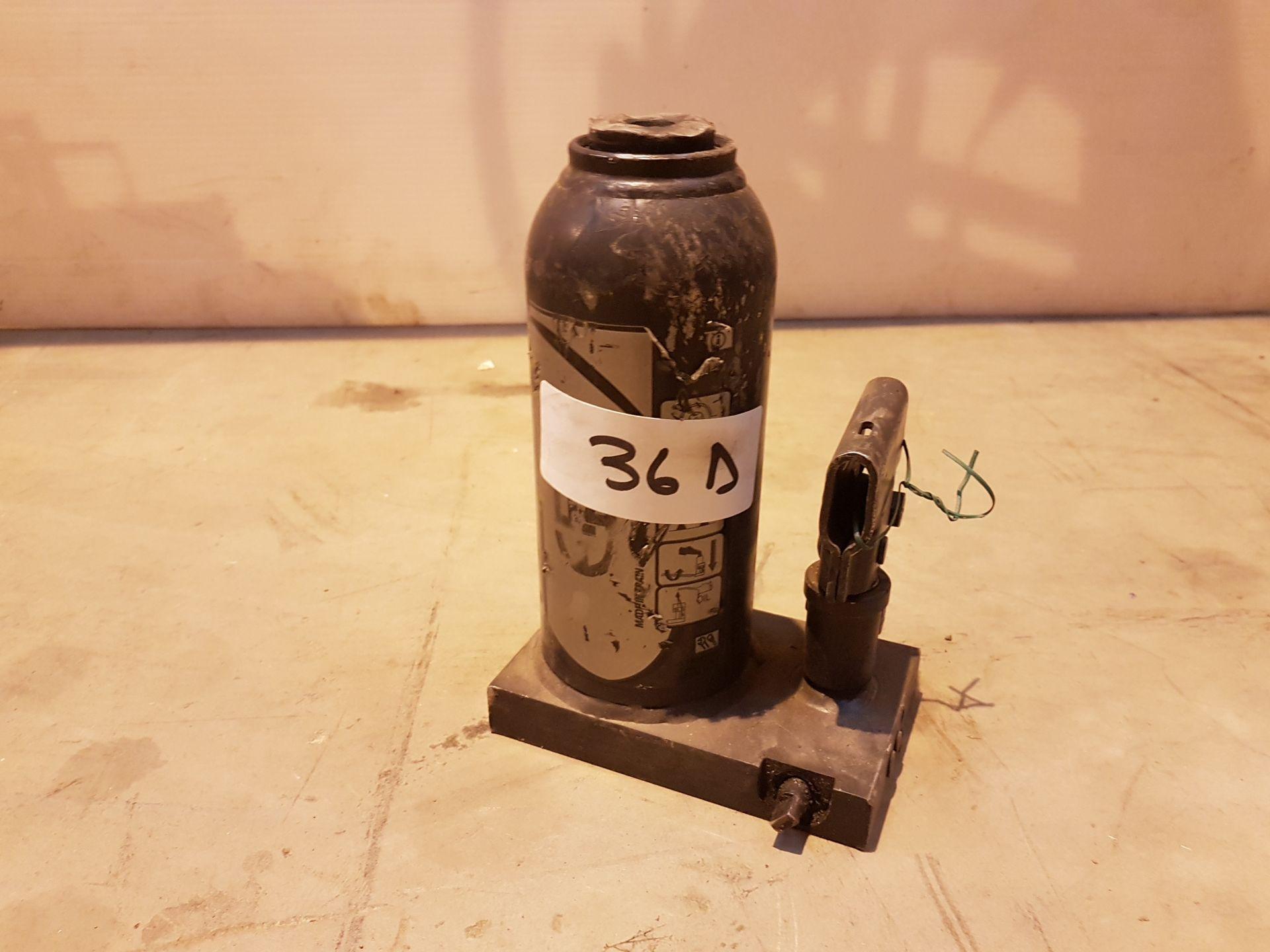 Lot 36 - 10 Ton bottle Jack