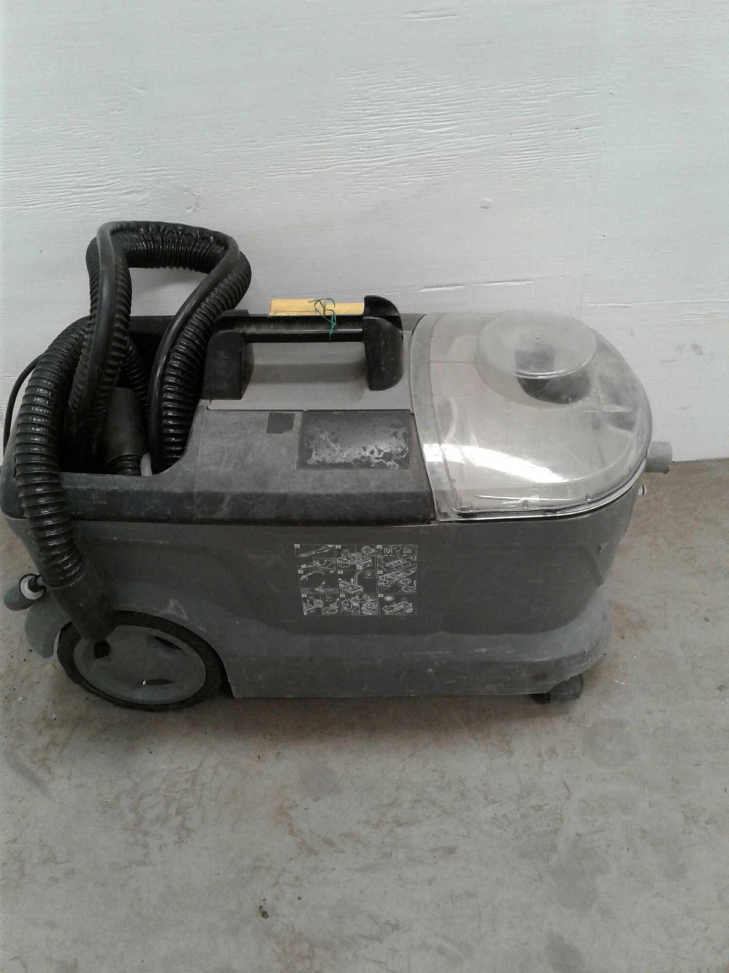 Lot 57 - Karcher carpet cleaner 230 V