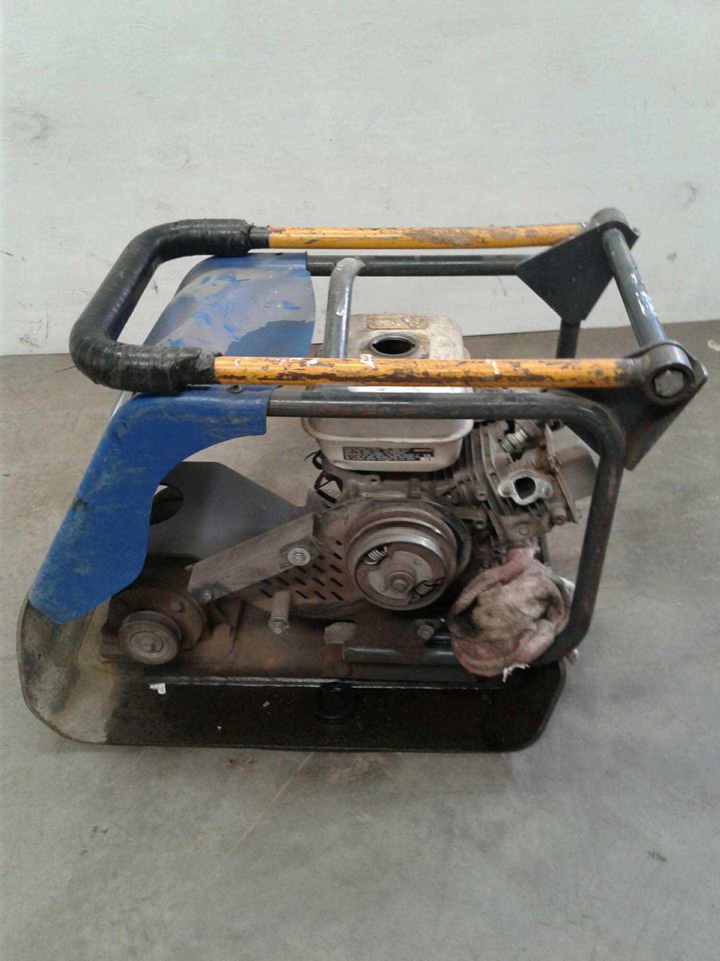 Lot 36 - 14-in petrol wacker plate