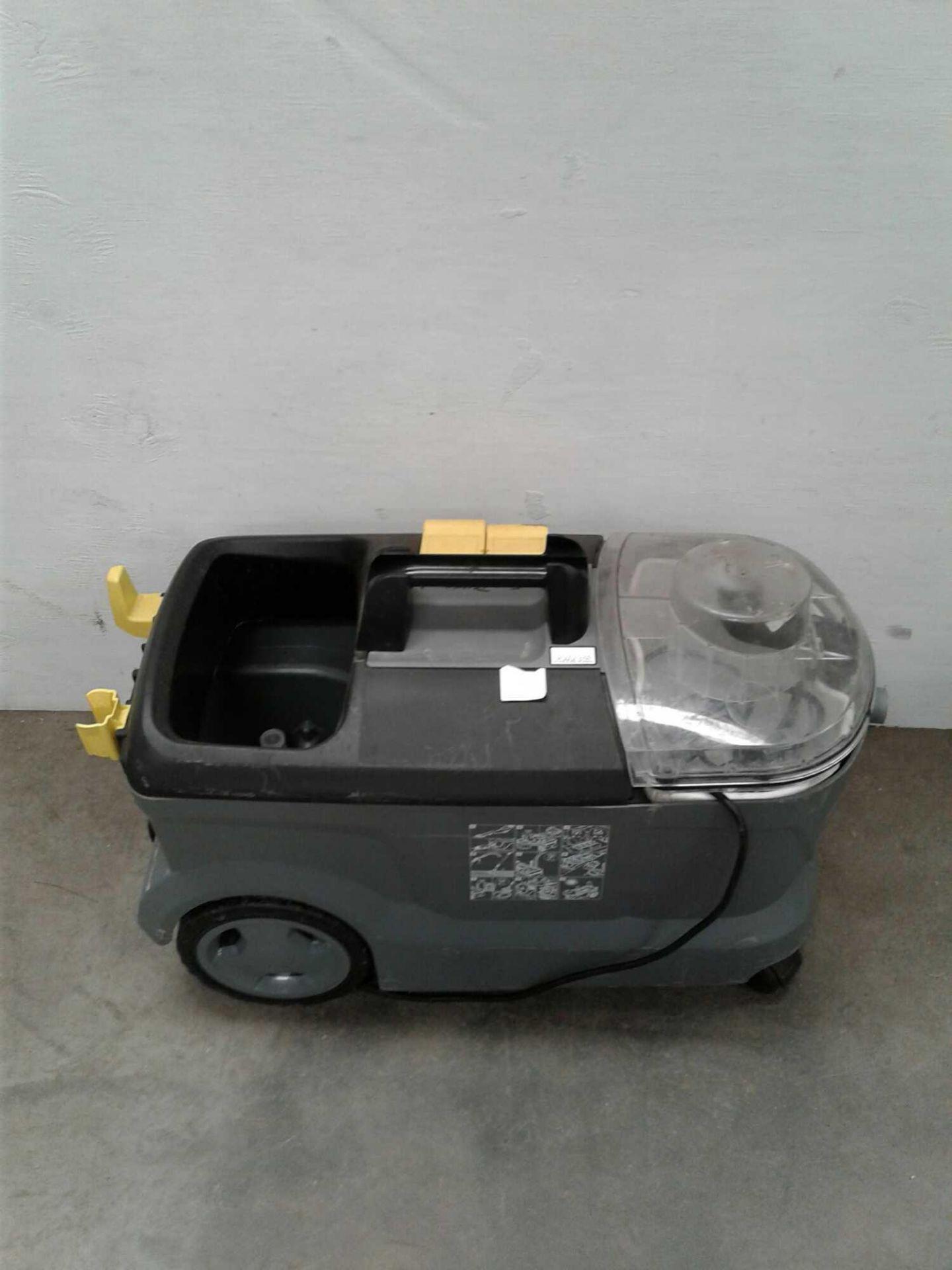 Lot 59 - Karcher carpet cleaner 230 V