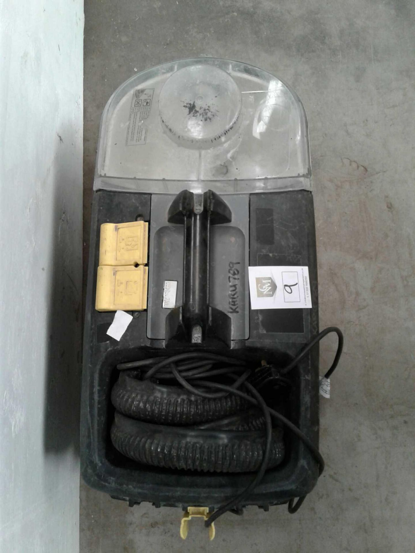 Lot 9 - Karcher carpet cleaner 230v