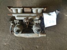 Pair of SU Carbs on manifold