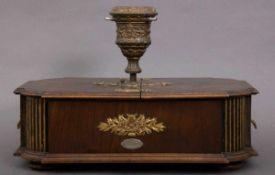 Christbaumständer um 1900, Uhrwerksantrieb, mit Polyphon, spielt mittels versch. Lochplatten (12