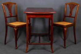3teiliges Ameublement, bestehend aus rechteckigem Tisch ( ca. 76 x 94 x 58 cm) & 2 Stühlen (