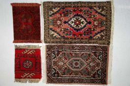 Vier kleine Orientbrücken/PoshtiAfganistan, ca. 30 x 23 cm; Tekke, ca. 30 x 23 cm; Hamadan, ca. 39 x