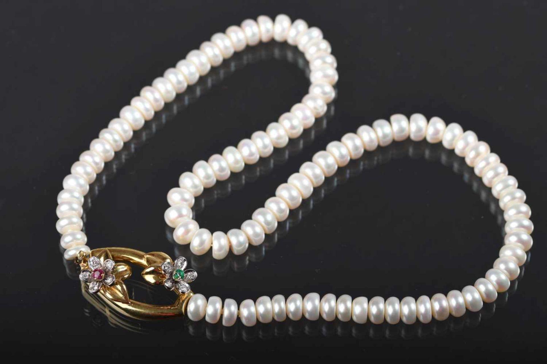 Zuchtperlenkette, Schließe 750aus crèmeweißen, boutonförmigen Perlen, ᴓ ca. 6 mm, massive Schließe
