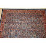 Signierter Orientteppich, Hereke, Türkeica. 300 x 204 cm.