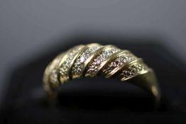 Damenring, GG 585ausgefasst mit 15 Diamanten im 8/8-Schliff, ca. 0,15 ct, Ringgröße: 59, ca. 4,5 gr.
