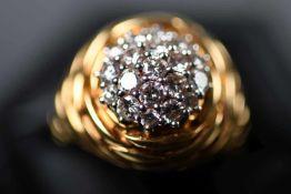 Damenring, GG 750ausgefasst mit 19 Brillanten, ca. 0,90 ct/H/si-P1, Ringgröße: 56, ca. 11,1 gr. (