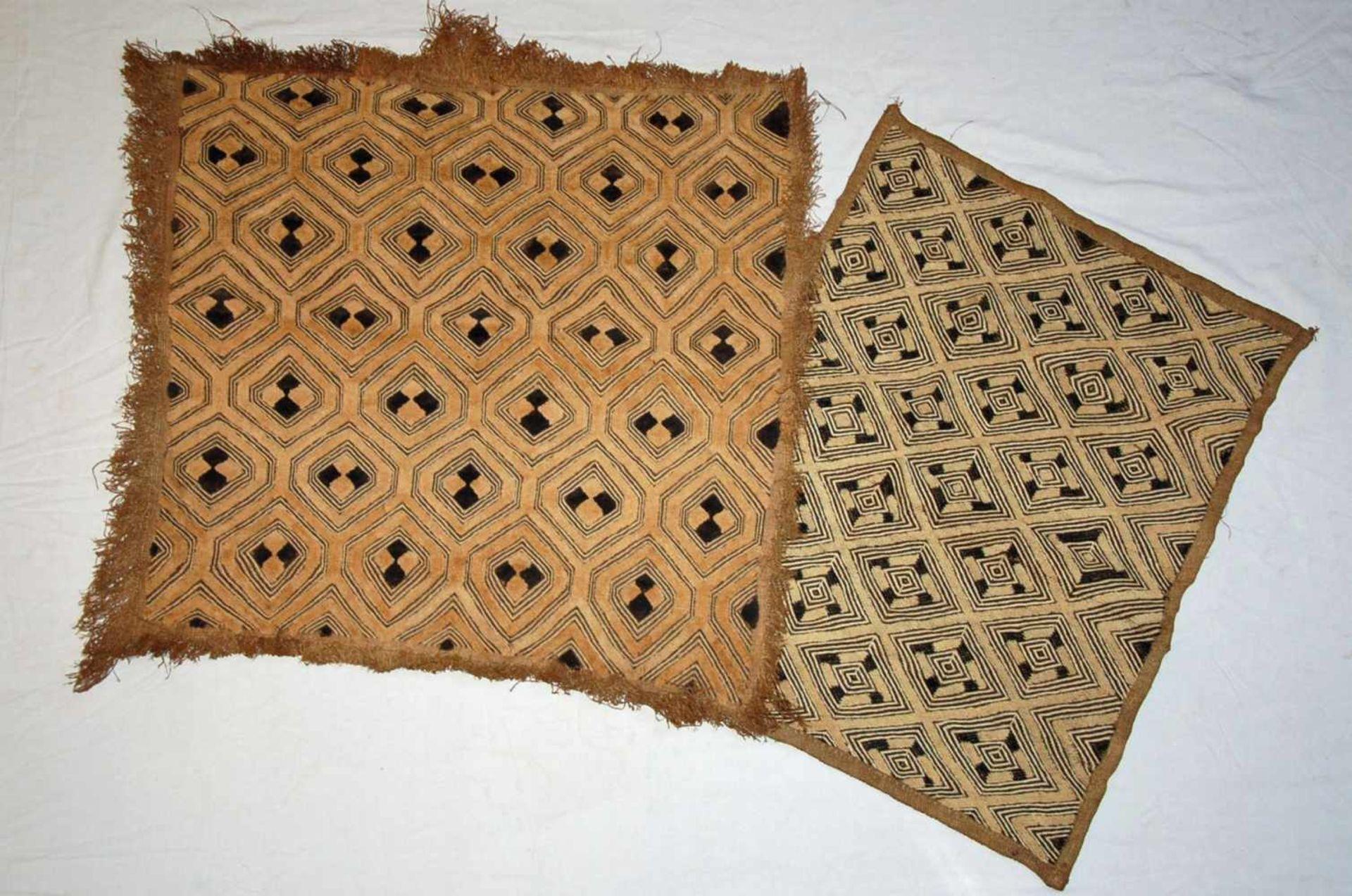 Zwei SuzaniDer angebotene Teppich/Brücke/Flachgewebe stammt aus einem Nachlass und war gebrauchtes