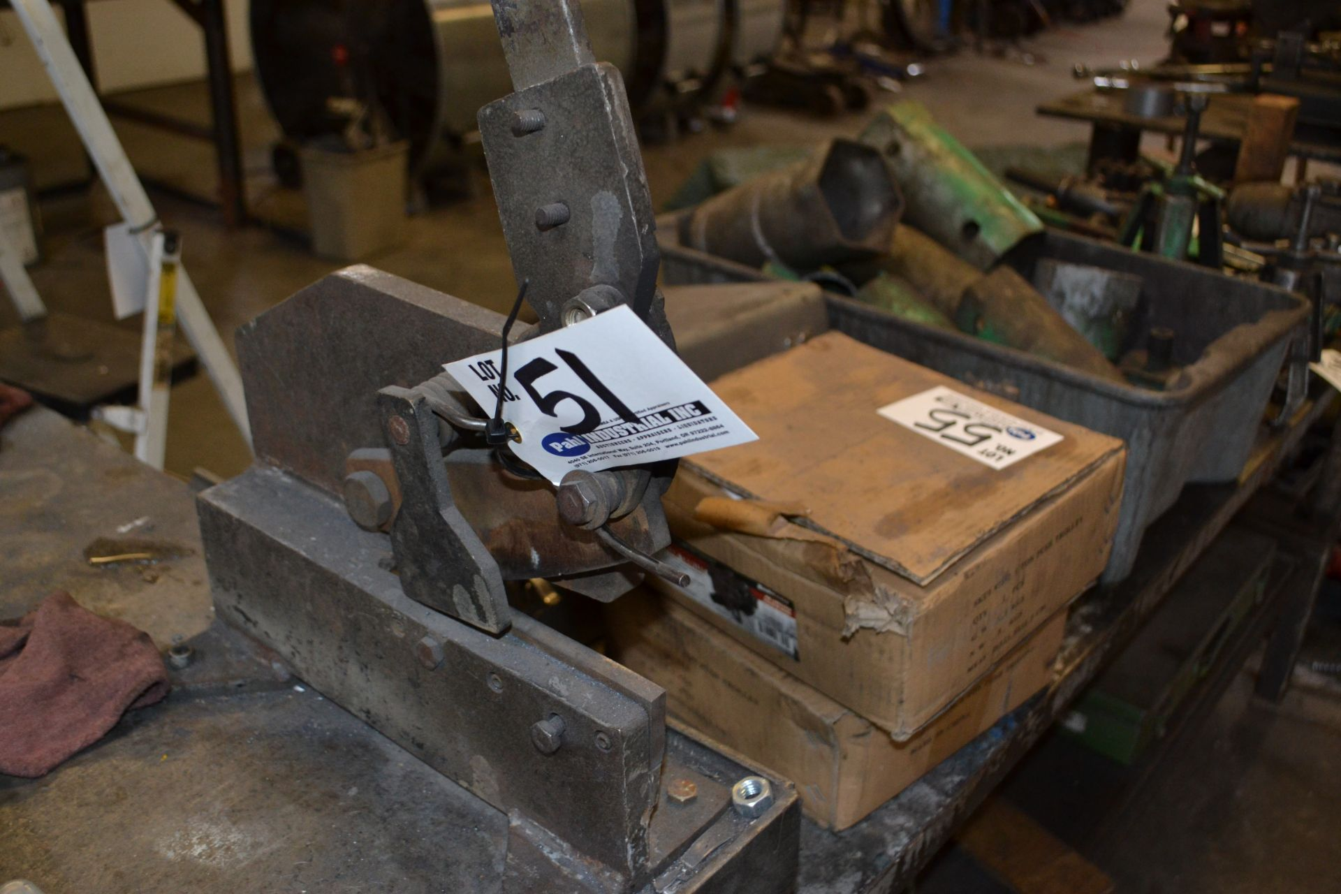 """Lot 51 - Bench Shear with 6"""" Blade"""