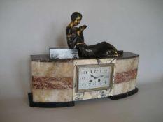 """Art-Deko Uhr Frankreich, um 1920, """"Die Lesende"""", brünierter Zink Guss, Gehäuse Marmor, Werk:"""