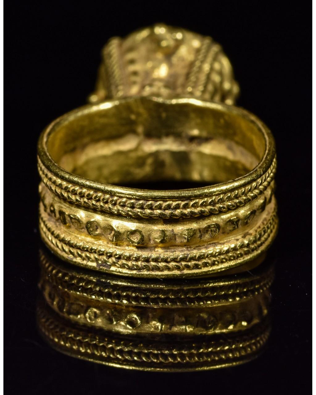 MEROVINGIAN GOLD RING WITH GARNET STONE - Image 4 of 5
