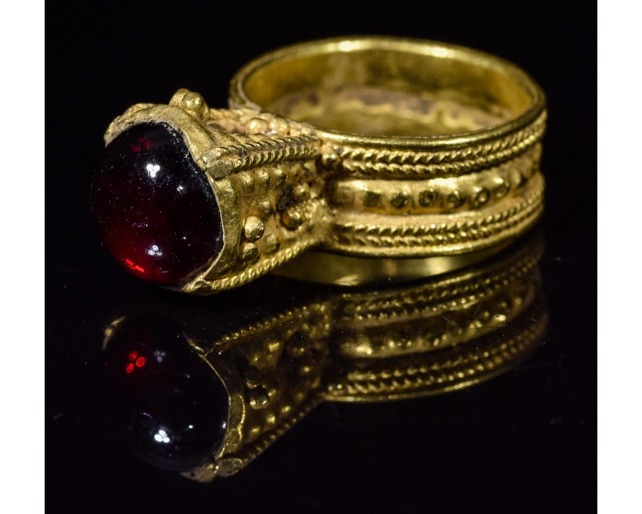 MEROVINGIAN GOLD RING WITH GARNET STONE