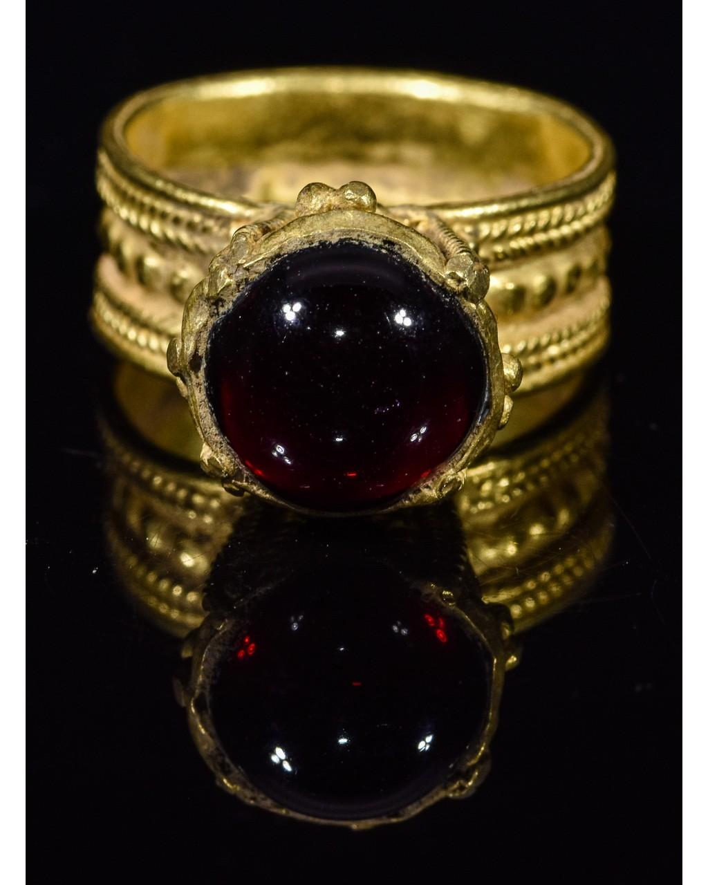 MEROVINGIAN GOLD RING WITH GARNET STONE - Image 2 of 5