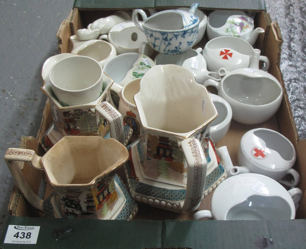 Lot 438 - Box of assorted china to include; graduated set of 19th Century oriental design dresser jugs,