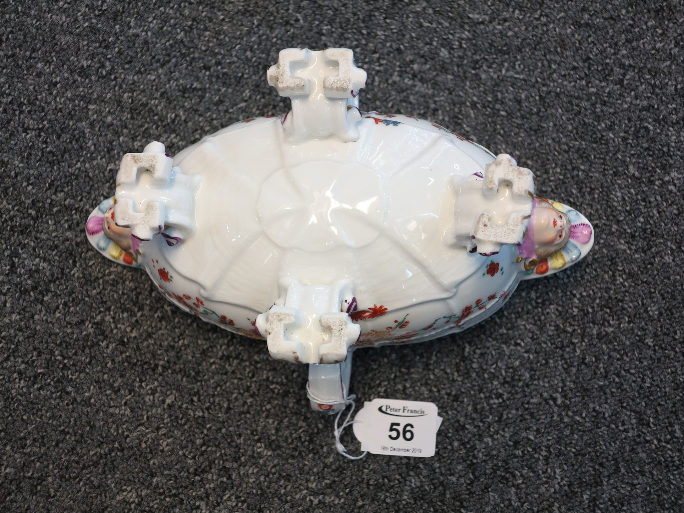 Lot 56 - Late 19th/early 20th Century Samson porcelain double ended sauce boat,