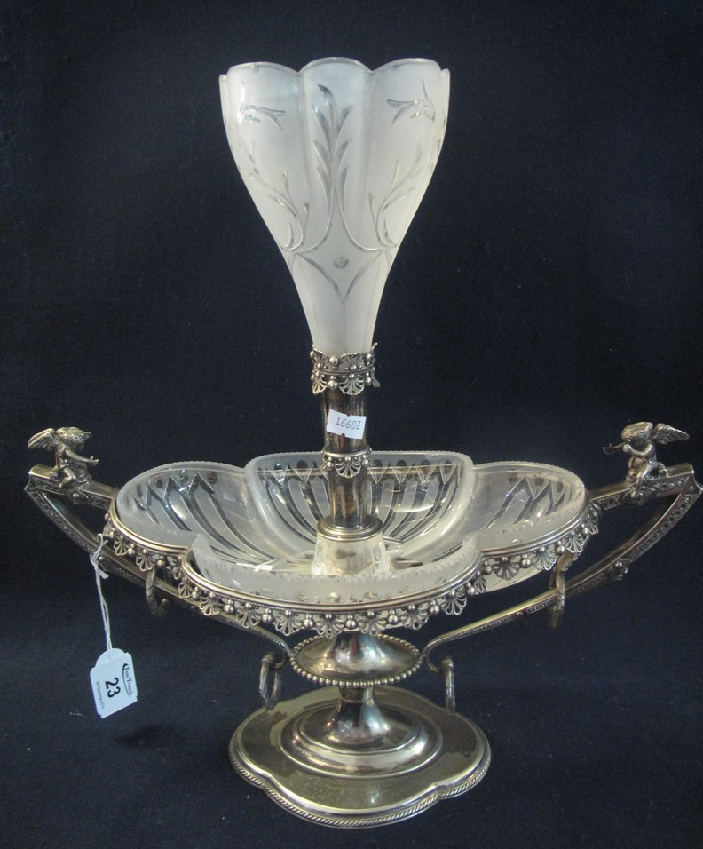 Lot 23 - Walker & Hall silver plated 51526 two handled centre table single epergne with glass liner,