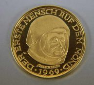 """Goldmünze Lunar900er GG, 100 Lunare, """"Mondgeld"""", Mondlandung 1969, verso Bildnis Armstrongs Der"""