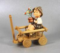 Hummel BubenfigurGoebel, Hummel, Vielen Dank für Alles, Bub in Leiterwagen aus Holz, farbig