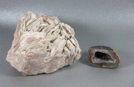 Konvolut Mineralien2tlg., 2 Mineralien, davon 1mal Achat, dieser bez. Agata Brasil/Chile, L. 24/9