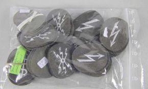 großes Konvolut NVA-Dienstlaufbahnabzeichenoriginal aus NVA-Beständen, 46 Uniform-
