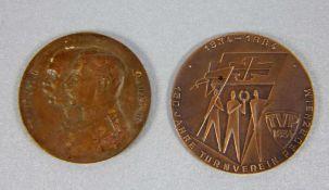 Konvolut Plaketten2 Plaketten, Plakette Erinnerung an den Weltkrieg, verso Profile Franz Jos. I.