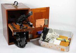 Carl Zeiss-MikroskopCarl Zeiss Jena, Nr. 271057, wohl Lg, großes binokulares Mikroskop, mit diversem