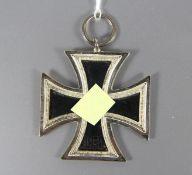 Eisernes KreuzEisernes Kreuz datiert 1813 und 1939, Hakenkreuz, an Öse, diese mit NUmmer 100, Gebr.