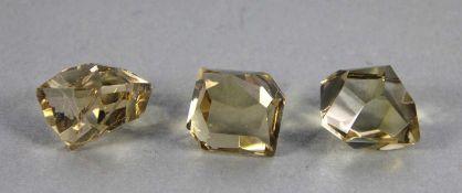 Konvolut geschliffene Kristallewohl Bergkristall, 3 Stk, geschliffen, leicht honigfarben, Gebrsp.,