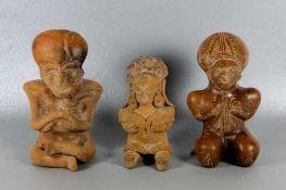 Konvolut Terrakottafigurenwohl Südamerika, 3 Terrakottafiguren im Stil präkolumbianischer Kunst,
