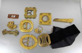 Jugendstil-Gürtel mit SchließenGürtel aus Stoff mit 9 weiteren Metallschließen im Jugendstil,
