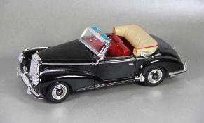 Modell-MercedesWelly, Modell eines 1955 Mercedes-Benz 300S, aufklappbarer Kofferraum u.