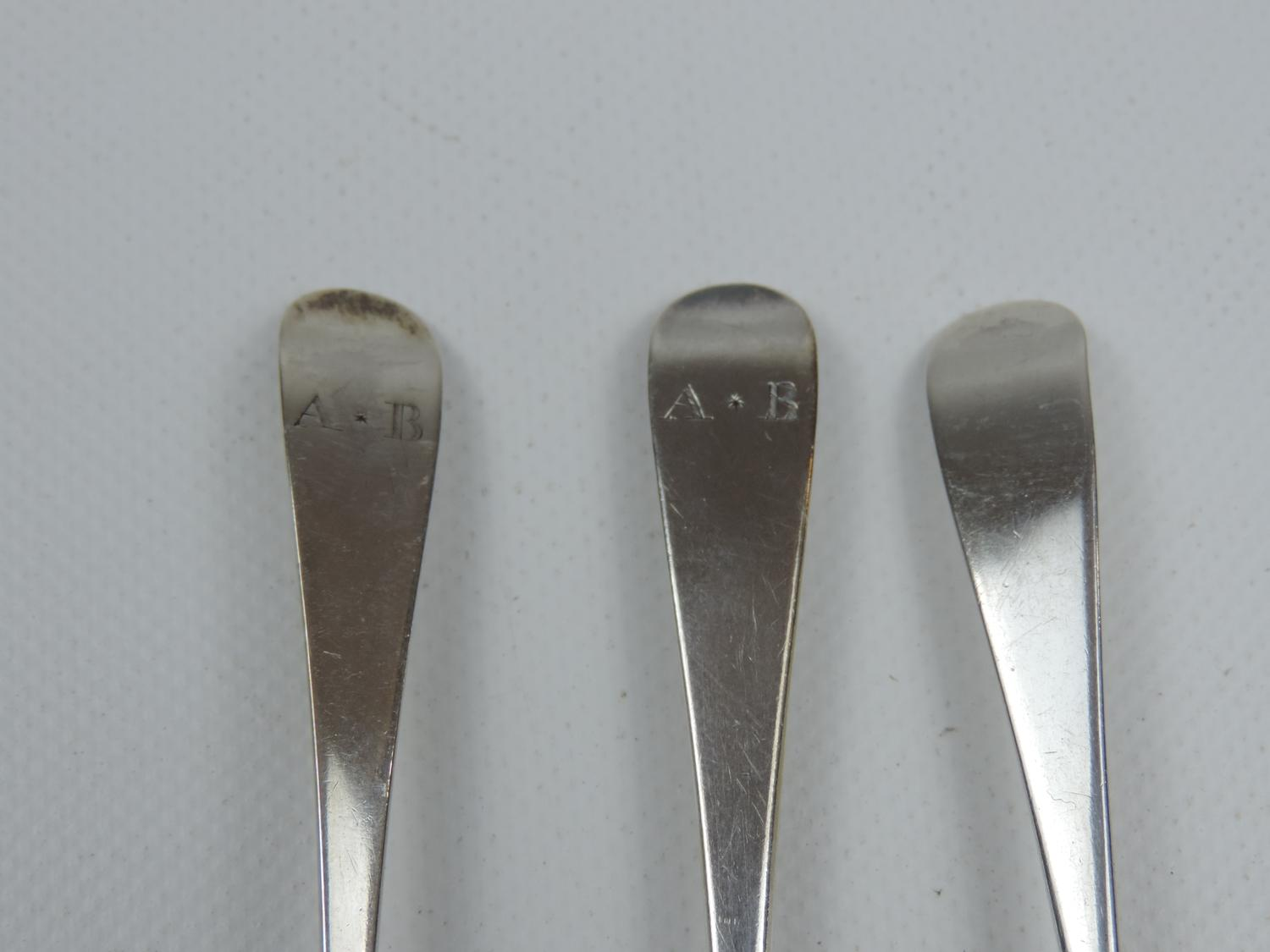 Lot 52 - 4x Georgian Silver Spoons - 2 with 'Rat Tail' Bowls - 56 grams