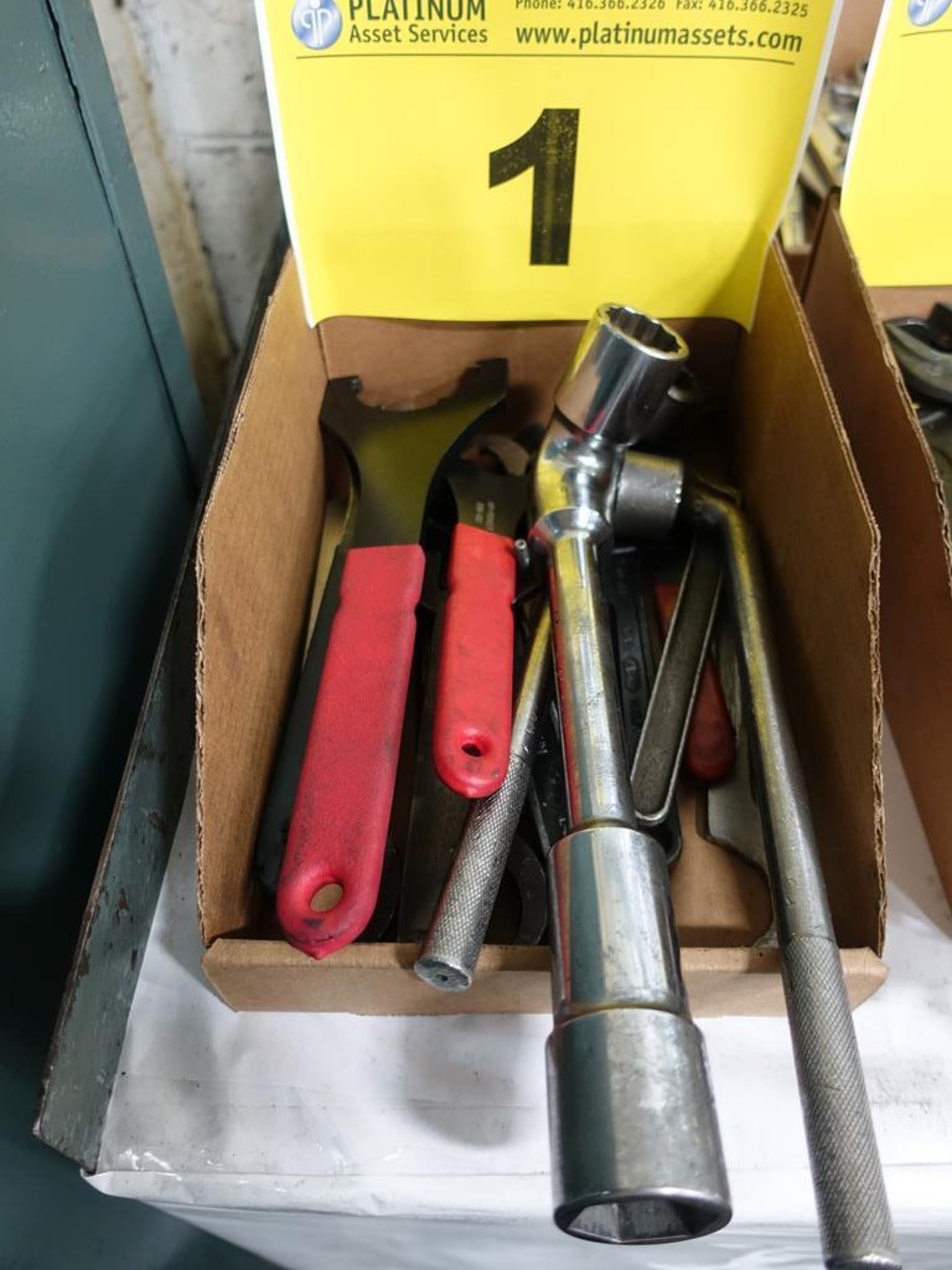 Lot 1 - LOT OF ASSORTED WRENCHES AND RATCHETS