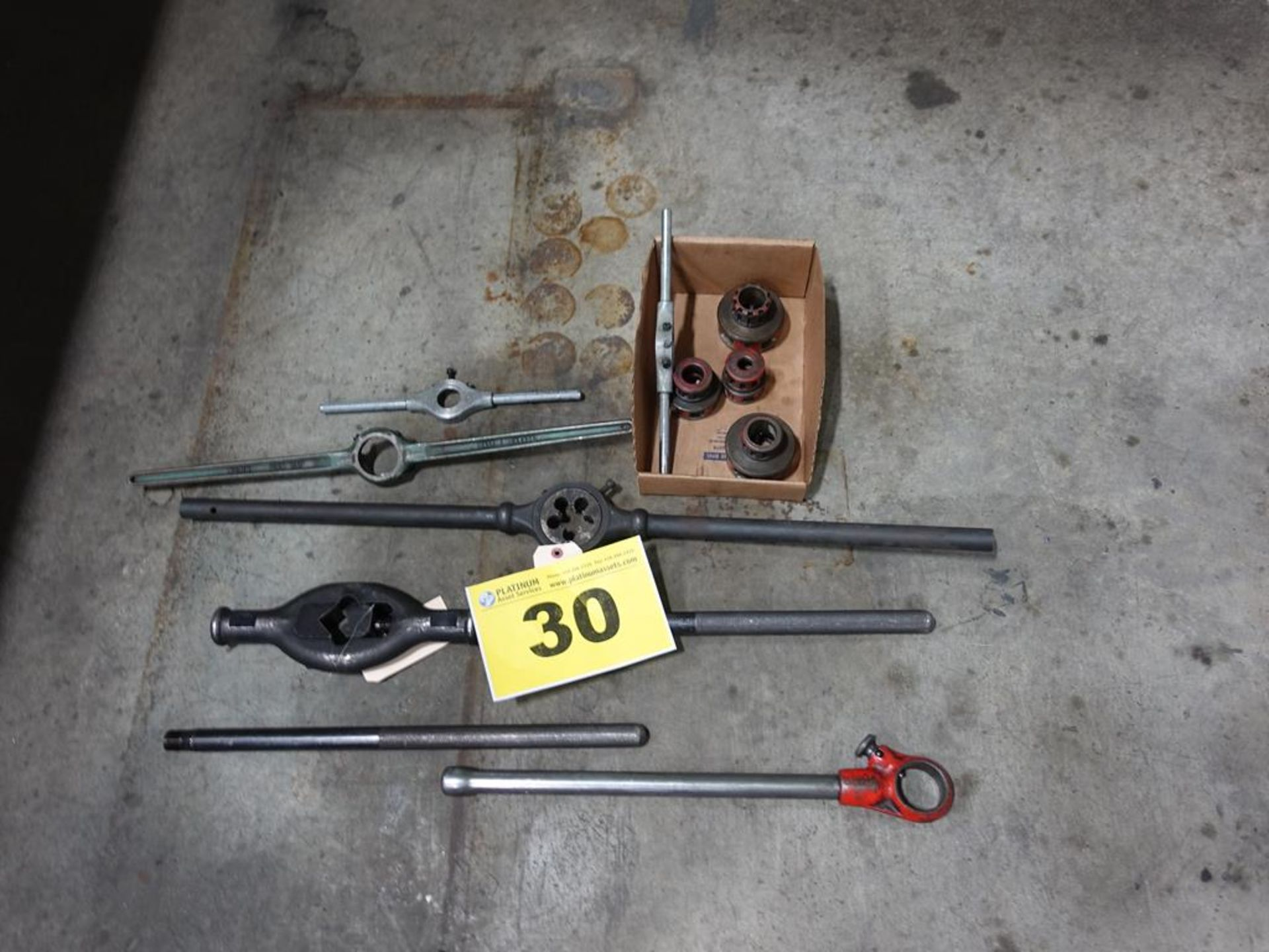 Lot 30 - LOT OF PIPE THREADING TOOLS